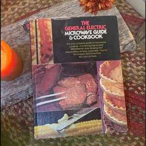 BOGO Free🌻Vintage The GE Microwave Cookbook